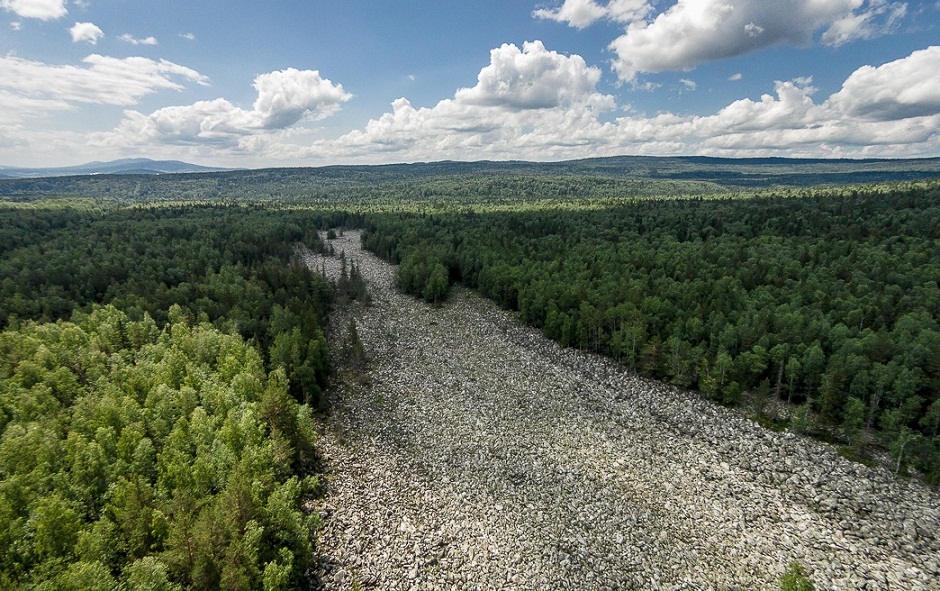 Phần lớn những tảng đá dưới sông Big Stone là loại đá thạch anh. Mỗi hòn có khối lượng từ 9-10 tấn và các lớp đá ở đây dày tới 6 m.
