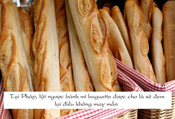 Bánh mì Baguette là món ăn đường phố được rất nhiều người yêu thích