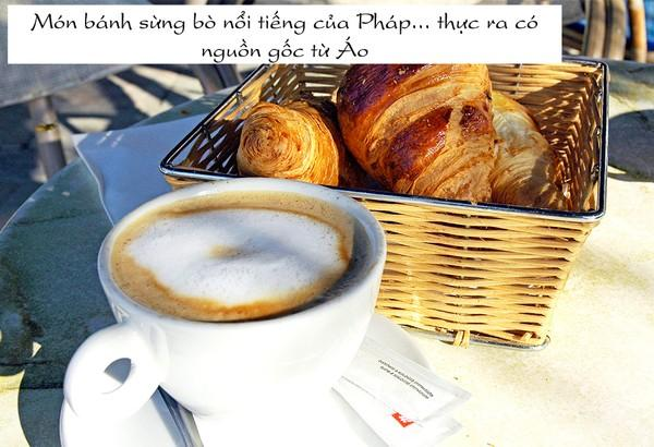 Một chiếc bánh sừng bò và một cốc cafe là bữa sáng yêu thích của nhiều người.