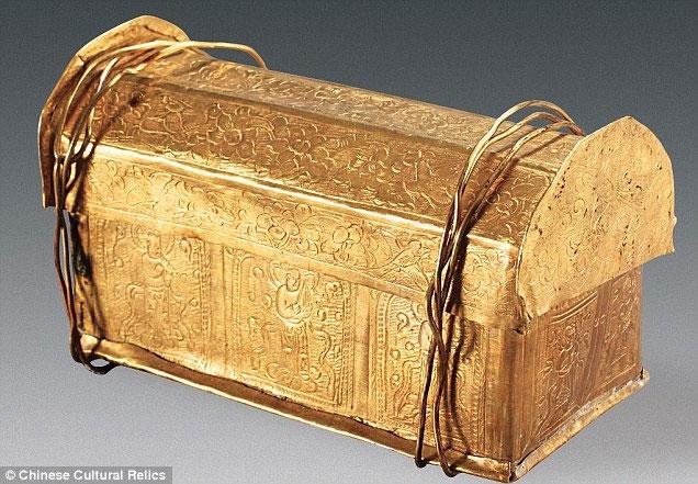 Chiếc rương vàng chứa hài cốt của Đức Phật được tìm thấy ở Trung Quốc.