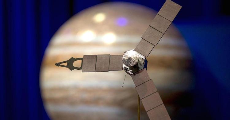 Ảnh mô phỏng quá trình tiếp cận của Juno vào bầu khí quyển sao Mộc.