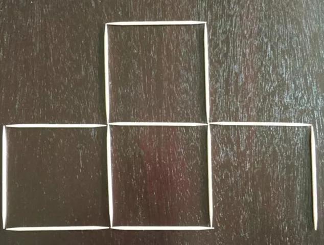 Lại lấy một cạnh của hình vuông đó xếp sang phải.