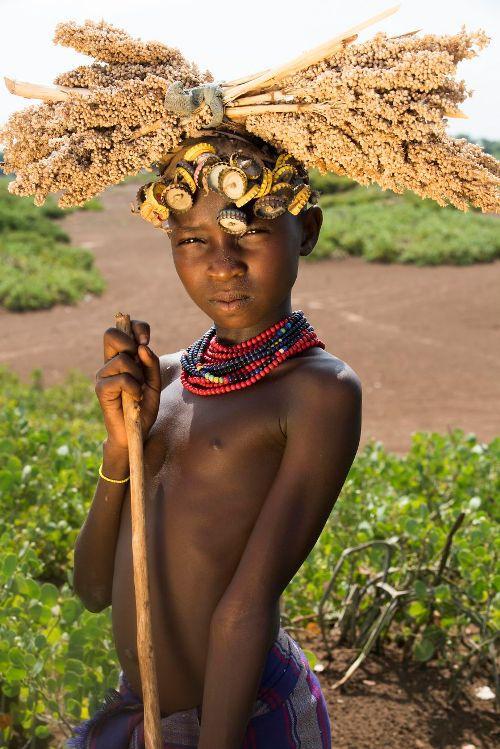 Một cô bé ở bộ tộc Dassanech.