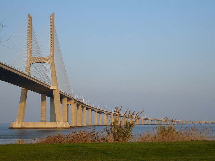 Cầu Vasco Gama da Gama.