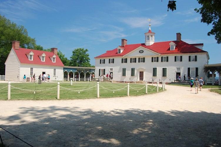 Năm 1761, Tổng thống Washington được thừa kế Mount Vernon. Trong vài năm tiếp theo, ông đã mở rộng tài sản thừa kế từ gia đình từ 2.000 mẫu Anh lên 8.000 mẫu Anh
