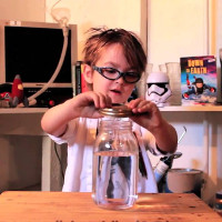 Video: Cách giải thích về lốc xoáy cực dễ hiểu của cậu bé 5 tuổi