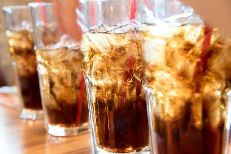 Theo một báo cáo, người dân trung bình uống 600 lon soda mỗi năm.