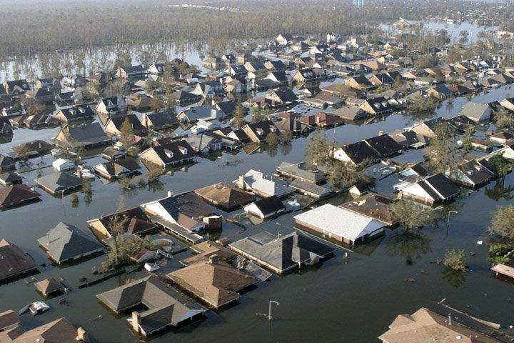 Nhà tiên tri người Australia Jeffry R.Palmer đưa ra dự đoán chính xác về việc núi lửa ở Ấn Độ Dương sẽ phun trào ngày 26/12/2004 cũng như chắc chắn sóng thần sẽ càn quét vùng biển Sumatra, Indonesia. Bà còn tiên tri chuẩn xác về cơn bão Katrina (trong ảnh) hoành hành tại Mỹ năm 2005 gây hậu quả nghiêm trọng.