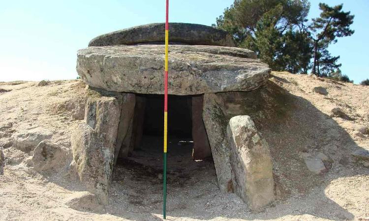 Một trong những ngôi mộ 6.000 năm tuổi ở Bồ Đào Nha.