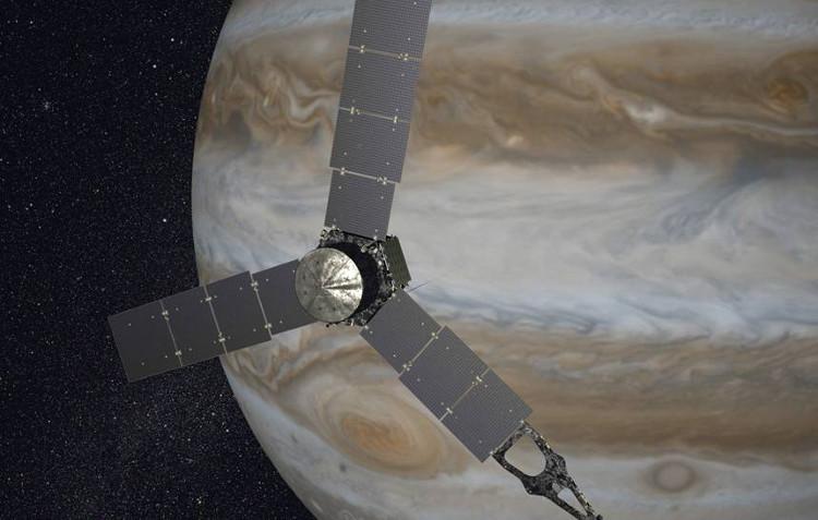 Tàu vũ trụ Juno dang những tấm pin năng lượng Mặt Trời, chuẩn bị tiếp cận quỹ đạo Sao Mộc.