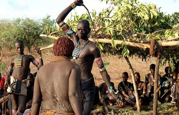 Nghi lễ đấu roi của bộ tộc Fulani