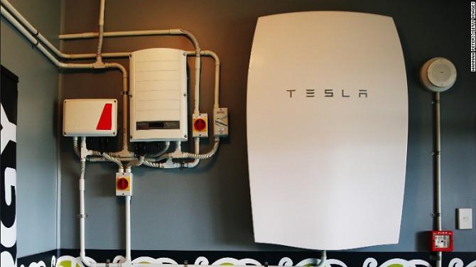 Một sản phẩm Powerwall của Tesla được trưng bày ở Auckland, New Zealand.
