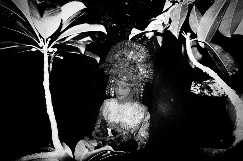 Đối với người Minangkabau, vương miện vàng là biểu tượng của sự giàu có mà những cô dâu cần đội khi về nhà chồng.