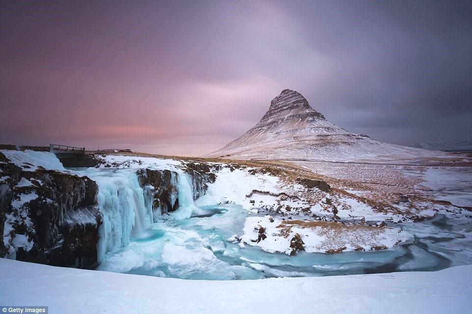 Vị trí của Iceland đem lại hiệu ứng ánh sáng tương tự.