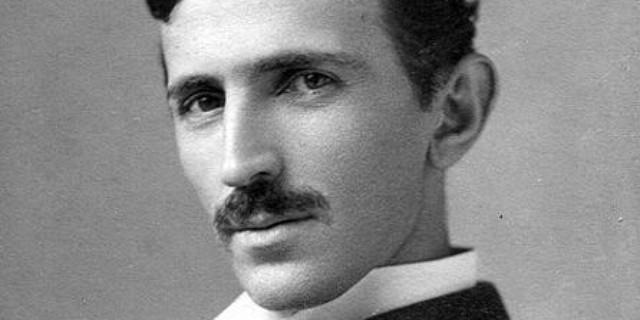 Tesla được biết đến với nhiều đóng góp mang tính cách mạng trong các lĩnh vực điện và từ trường trong cuối thế kỷ 19 đầu thế kỉ 20.