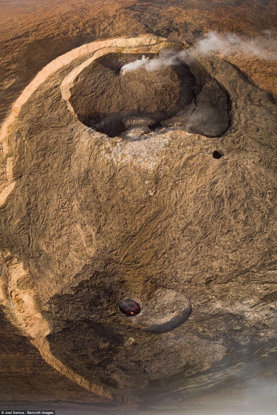 Thông tin về Erta Ale khá hạn chế, do địa hình xung quanh thuộc hàng khắc nghiệt nhất thế giới, và thổ dân địa phương không chào đón người lạ.