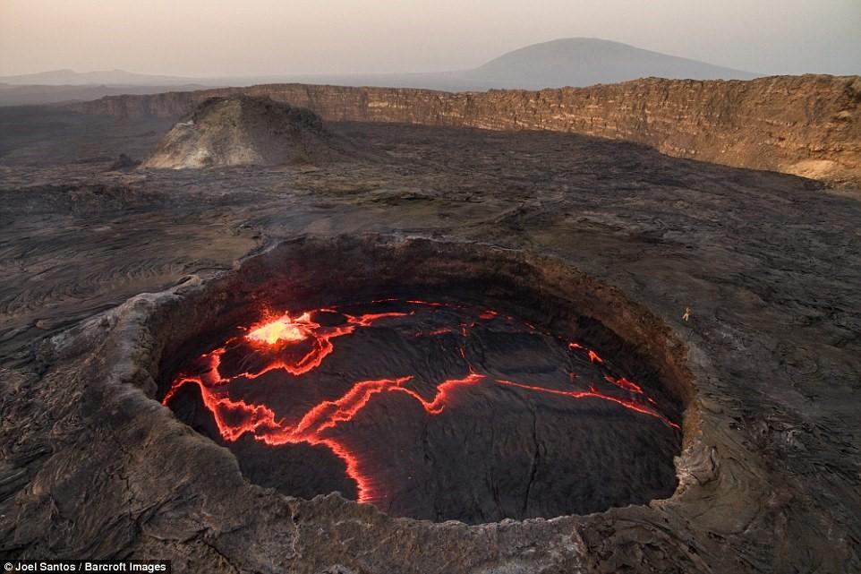 Đợt phun trào lớn gần đây nhất của Erta Ale diễn ra năm 2005, giết chết 250 con gia súc và buộc hàng nghìn người sống gần đó phải di tản.