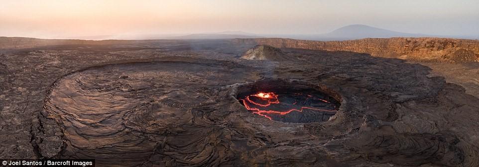 Sa mạc Danakil, nơi núi lửa Erta Ale tọa lạc, là khu vực không dân cư nóng nhất thế giới.