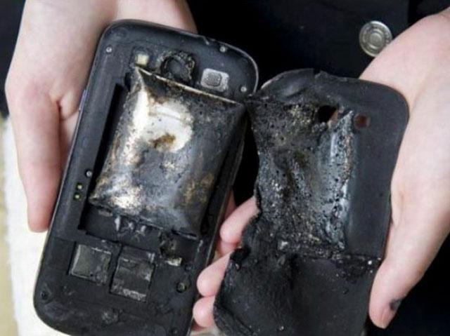 Điện thoại, laptop, máy tính bảng... tất cả đều có thể gây cháy nổ.