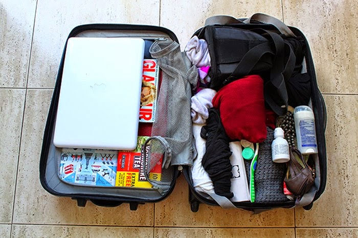 Hãy cân nhắc để mang những vật dụng thật sự cần thiết trong hành lý xách tay.