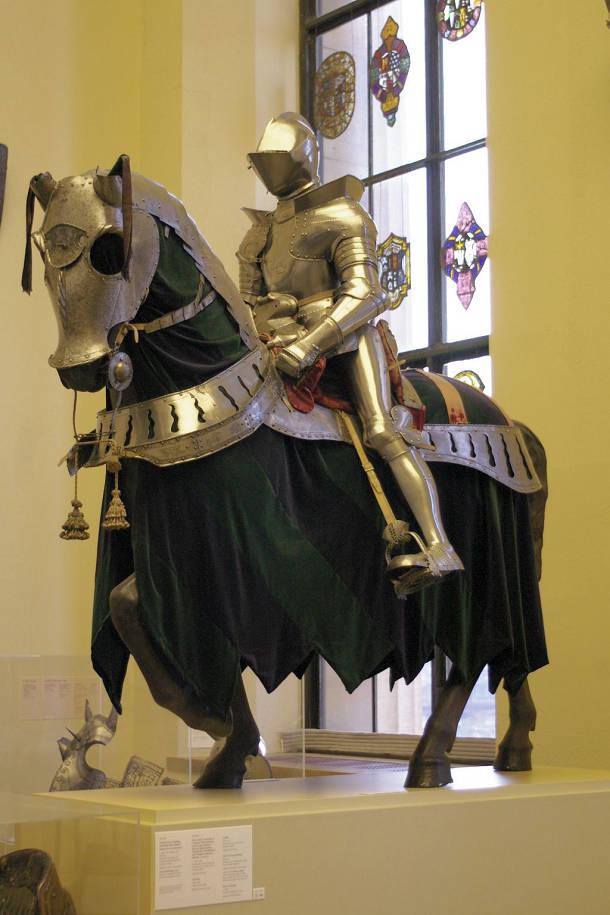 Bộ giáp được thiết kế tỉ mỉ, hoàn thiện đến từng chi tiết nhỏ của Áo.