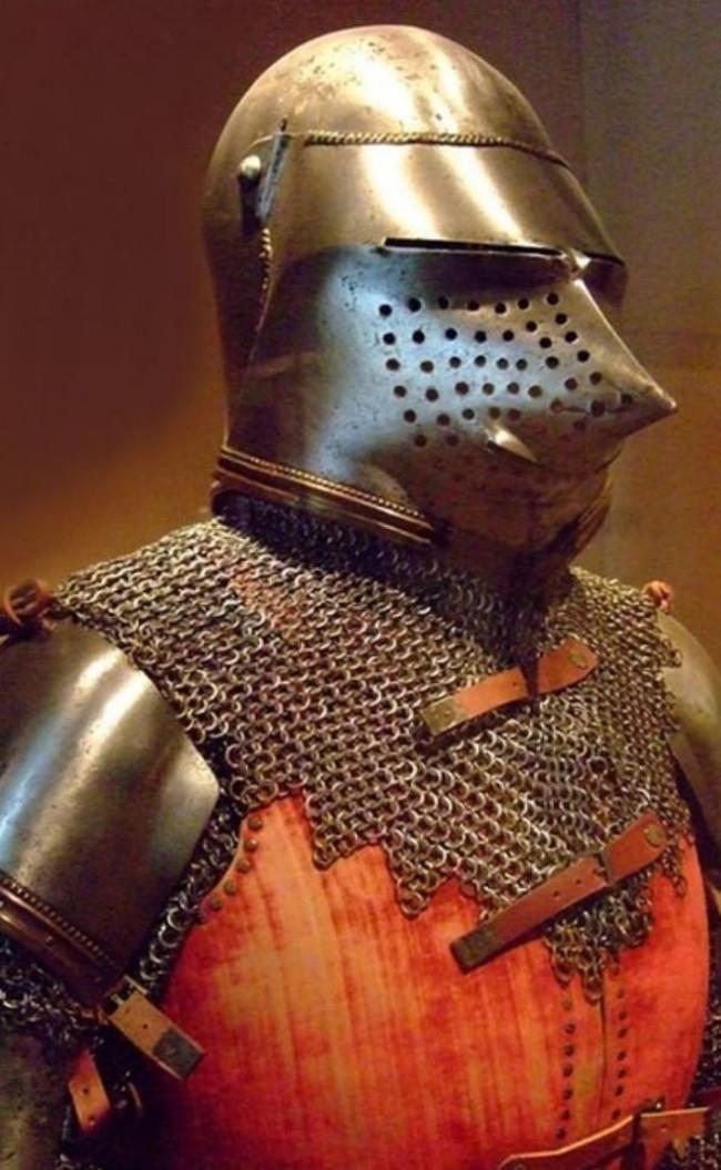 Bộ áo giáp này của Italy được cho là có niên đại vào khoảng năm 1400.