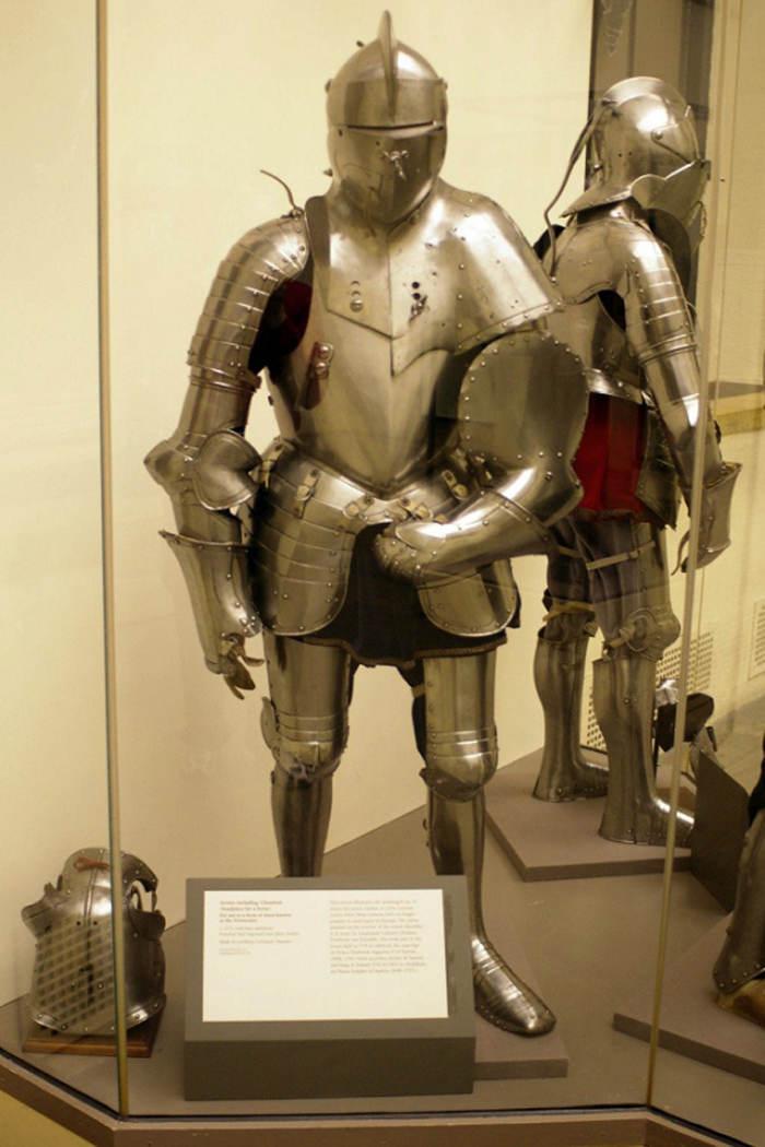 Đây là bộ giáp cổ xưa dành cho những binh sĩ cưỡi ngựa đấu thương của Đức.