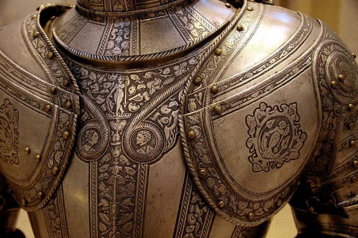 Vào thời xưa, người Italy thiết kế những bộ áo giáp với nhiều hoa văn sống động như thật.