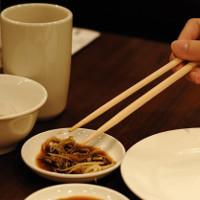 """Người Việt ăn uống """"chung đụng"""" dễ nhiễm khuẩn gây ung thư dạ dày"""