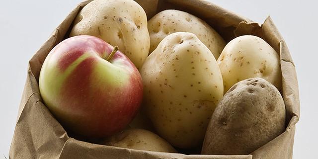 Táo tạo ra khí ethylene, giúp khoai tây tươi hơn, để được vài tuần.