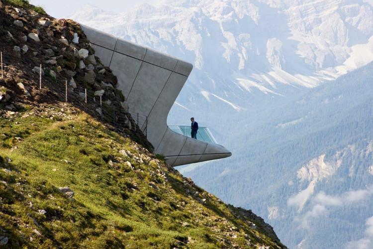 Bảo tàng này thật chất là một đường hầm xuyên qua một phần của ngọn núi.