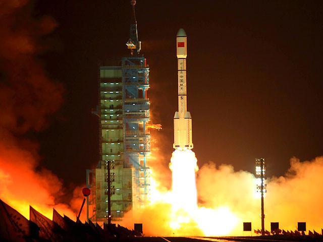 Tên lửa Trường Chinh 2F mang theo module Thiên Cung -1 rời bệ phóng ở Trung tâm phóng vệ tinh Jiuquan, tỉnh Cam Túc ngày 29/9/2011.