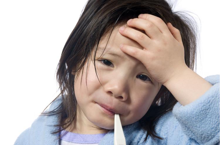 Triệu chứng bệnh bạch hầu chủ yếu là viêm họng.
