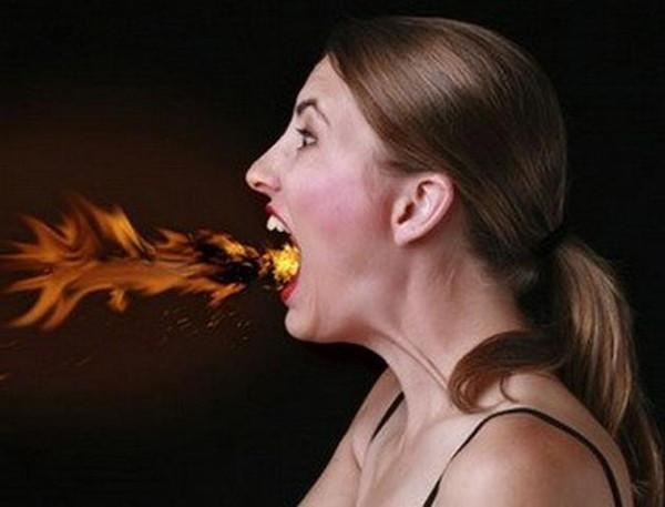 Chỉ cần tập trung khi ăn, bạn sẽ tránh phải gặp tình trạng cắn vào lưỡi.