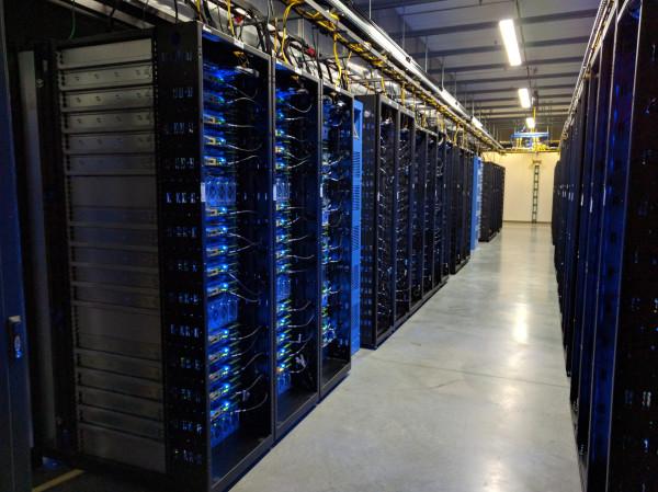 Hàng đống server trải dài