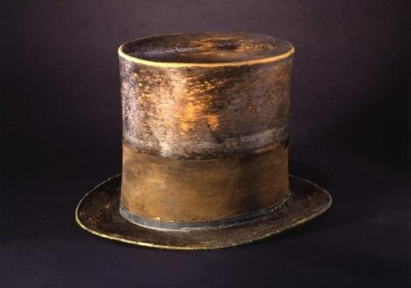 Chiếc mũ chóp cao được Tổng thống Lincoln dùng để đựng thư từ