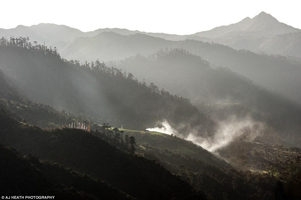 Như lối sống đặc biệt của người Brokpa, phong cảnh nơi họ ở cũng cuốn hút người nghệ sĩ.