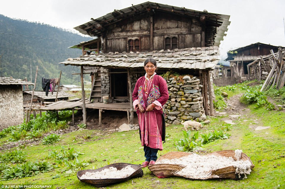 Người Brokpa xuất thân từ vùng Tshoona, Tây Tạng, và nguồn sống chính là những loài động vật.