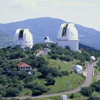 """Tiến sĩ NASA: Có một hạm đội UFO đang """"trú ẩn"""" ở Mặt Trăng"""