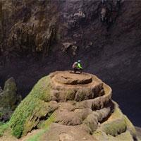 Hành trình xuyên bóng tối trong hang động lớn nhất thế giới ở Việt Nam