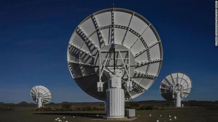 Meerkat - Chiếc kính thiên văn vô tuyến mạnh nhất ở bán cầu nam.