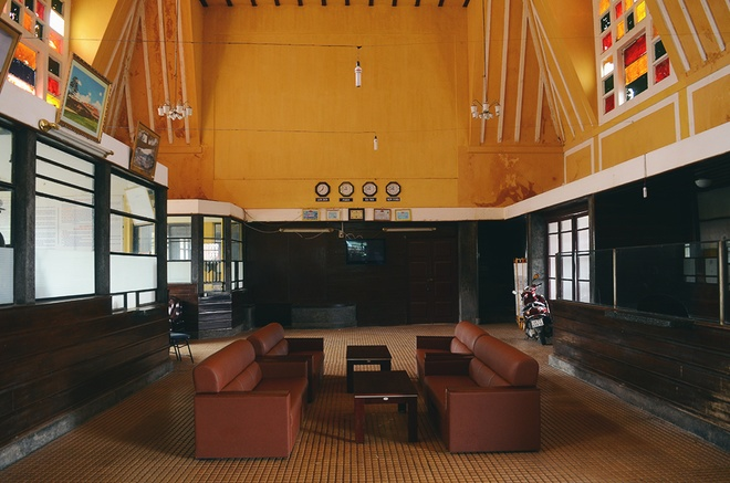 Nhà ga có 3 mái hình chóp với chiều dài 66,5 m, ngang 11,4 m và cao 11 m.