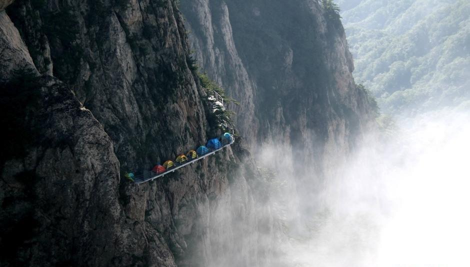 Núi Laojun là ngọn núi nổi tiếng, thuộc một phần của Tam Giang Tịnh Lưu (Three Rivers Parallel) - một di sản thế giới được UNESCO công nhận vào năm 2003.