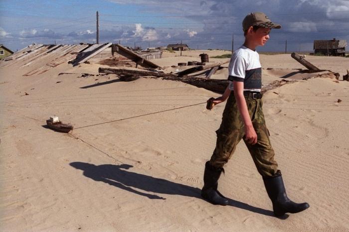 Thế nhưng những chuyến đi biển mạo hiểm sau đó lại làm giảm sút lượng dân cư trong làng và dần dần, nghề cá biến mất.