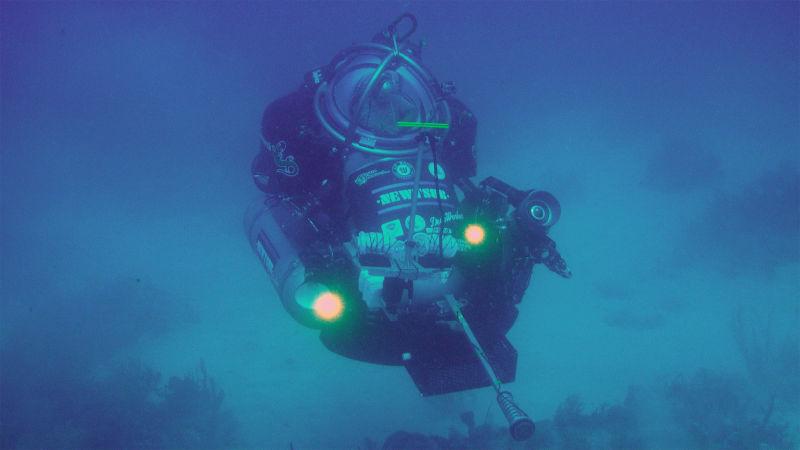 Newtsub Deepworker 2000, tàu lặn một người lái được phát triển bởi trung tâm nghiên cứu Nuytco Research.