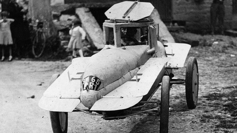 Một chiếc xe hơi kiêm tàu ngầm, phát minh bởi Michel Andre vào năm 1937.