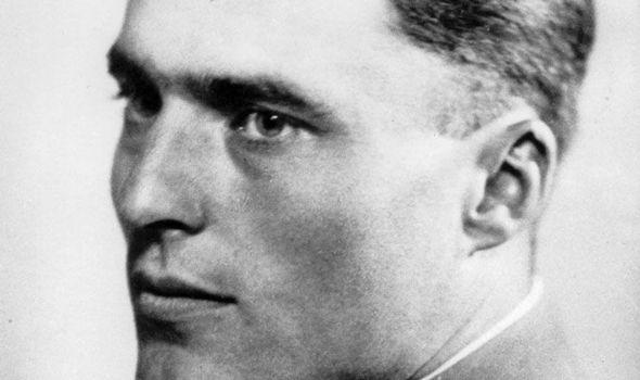 """Đại tá Stauffenberg, người đã mang cặp tài liệu có chất nổ vào """"Hang sói"""" để ám sát Hitler."""