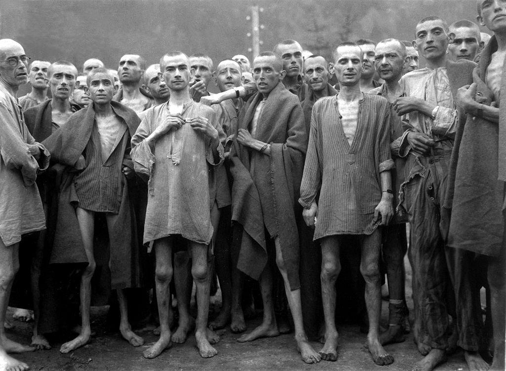 Holocaust - cuộc tàn sát chủng tộc đối với 6 triệu người Do Thái và nhiều nhóm thiểu số khác ở Châu Âu và Bắc Phi trong thời gian Chiến tranh thế giới 2 do phát xít Đức và các nước cùng phe gây ra.