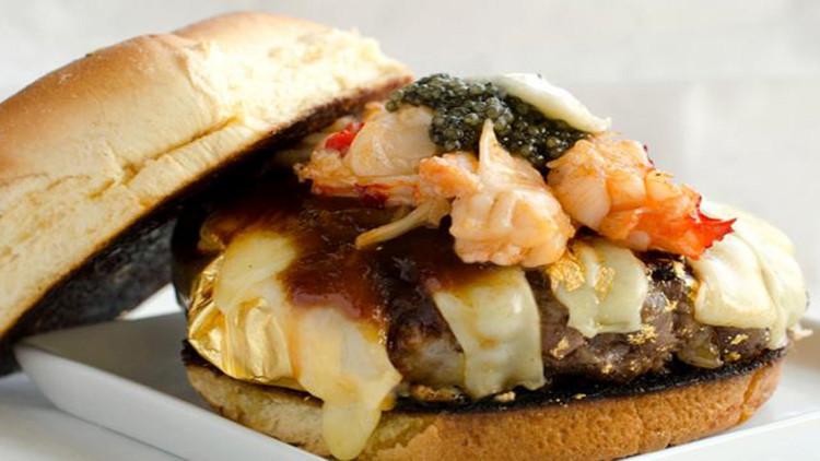 Chiếc bánh Douche Burger trị giá 666 USD.