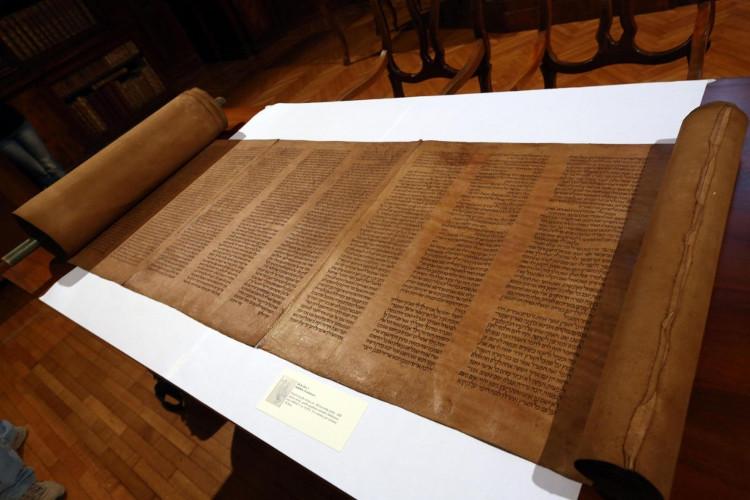 Vào năm 2013, Giáo sư Mauro Perani của Đại học Bologna đã phát hiện ra một hiện vật được xem là bản sao lâu đời nhất của Torah.